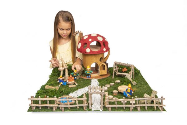 Toadstool House Family Set of 4